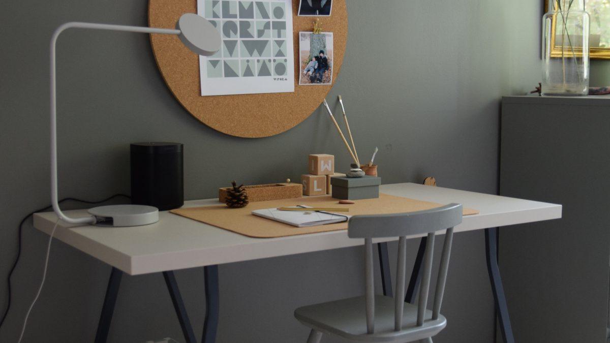 Skrivbord till vår skolkille